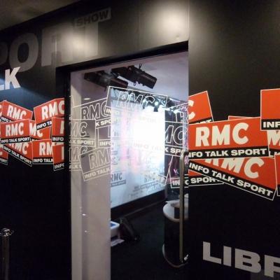 Adhésif déco intérieur du studio RMC 2