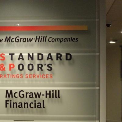 Adhésif découpe de lettres pour Standard & Poor's